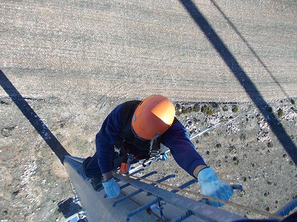 Abantos Vertical | Sistemas anti-caídas verticales cable rígido