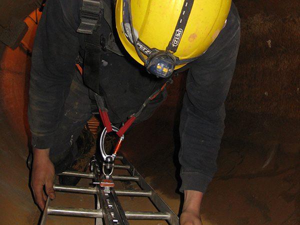 Abantos Vertical | Sistemas anti-caídas verticales rail rígido